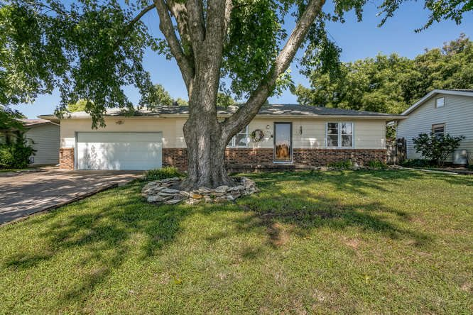 1432 Louis Dr, Mulvane, KS 67110