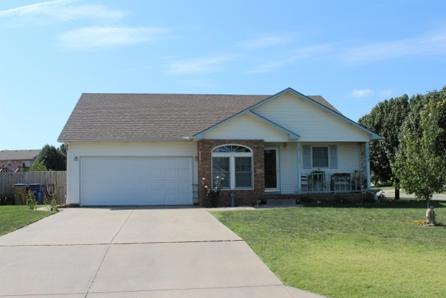 385 W Sunflower Ln, Benton, KS 67017