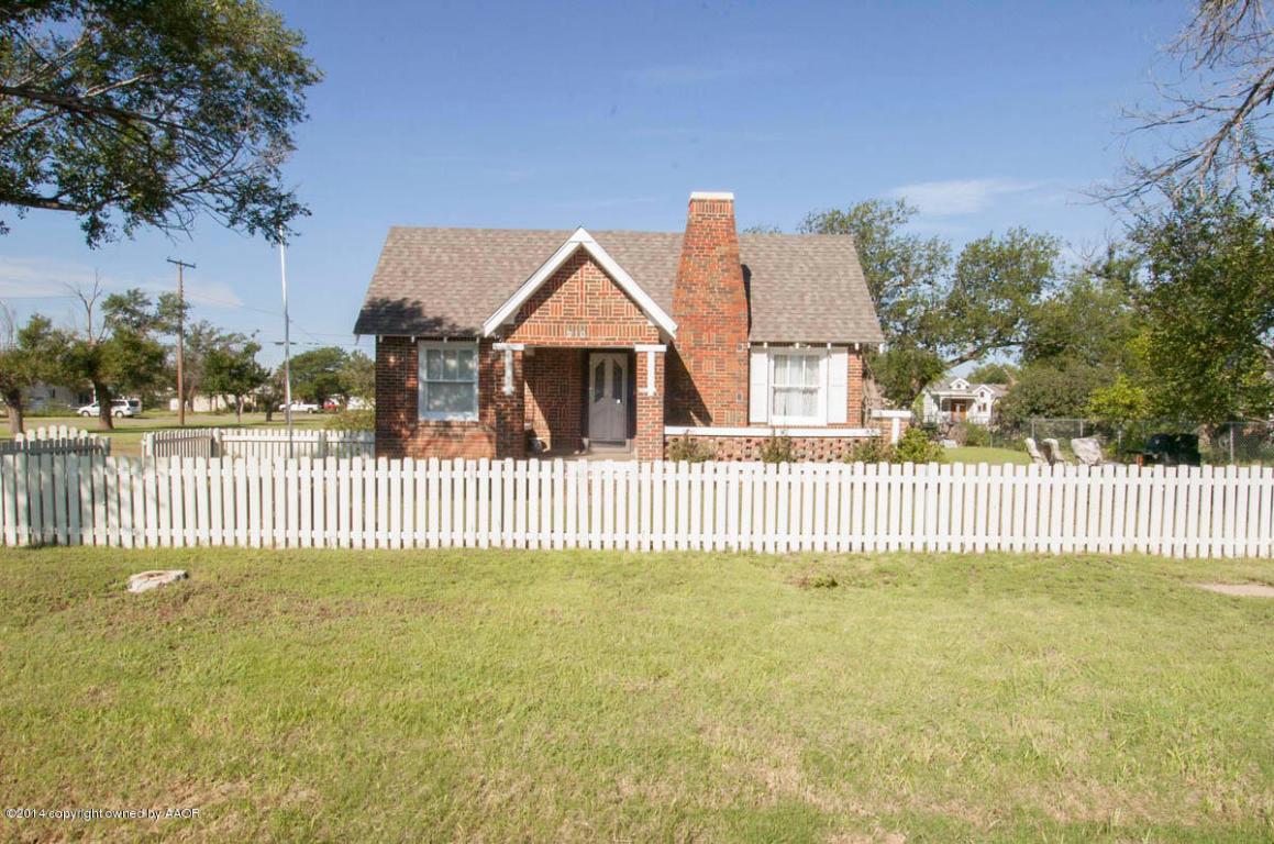 310 Hurley St, Claude, TX 79019