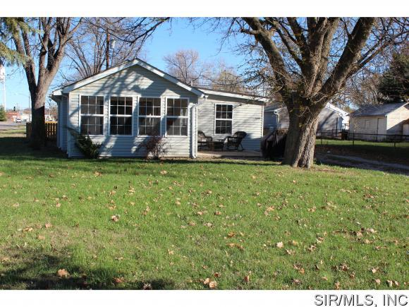 109 South CENTRAL Avenue, Wood River, IL 62095