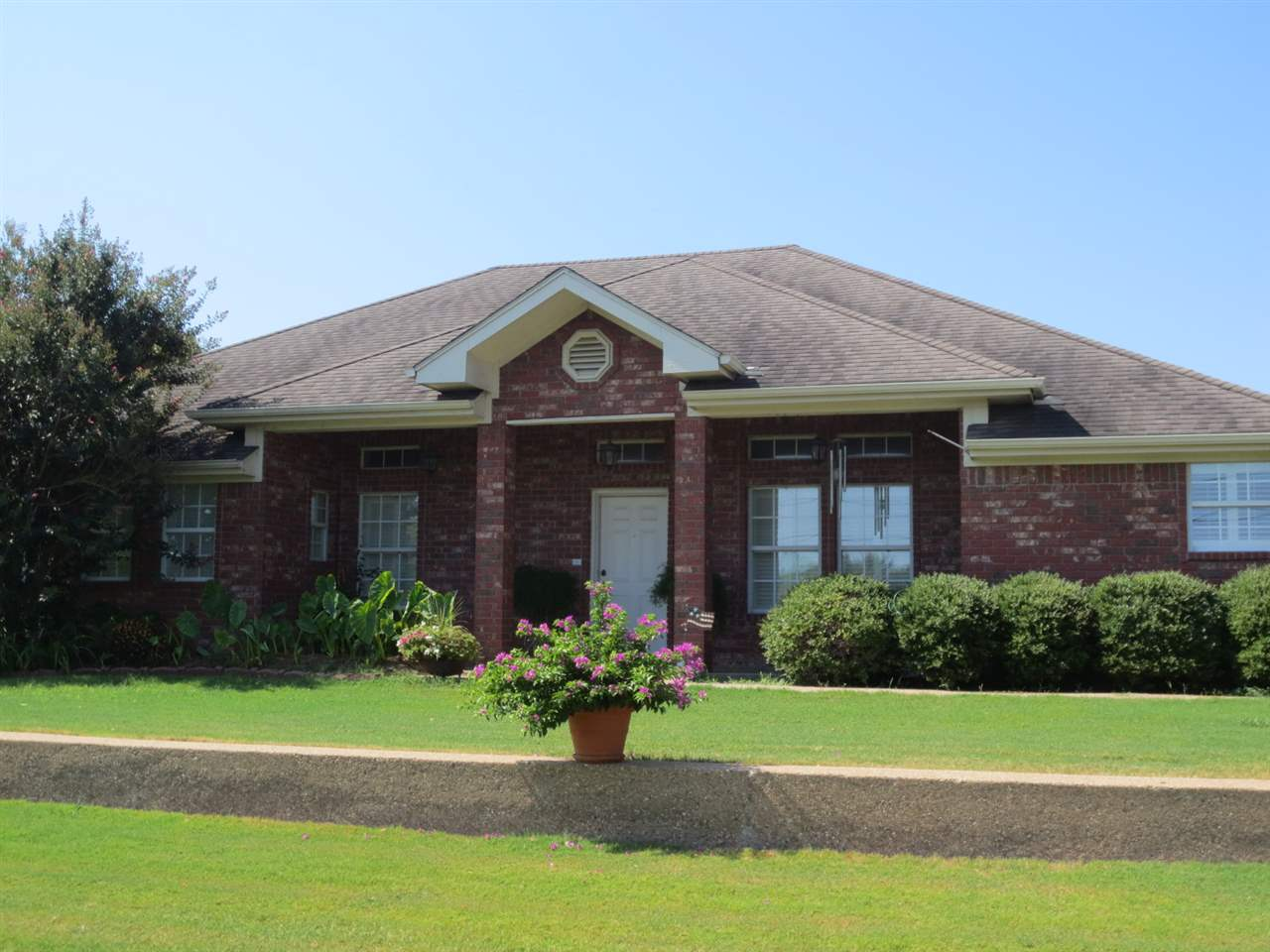 506 SUN VALLEY BLVD, Hewitt, TX 76643