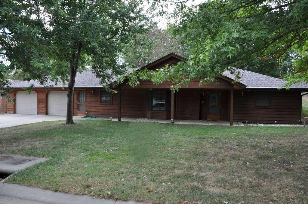 315 Nebraska Ave, Holton, KS 66436