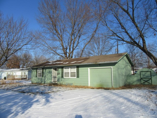 205 W 6th St, Perry, KS 66073