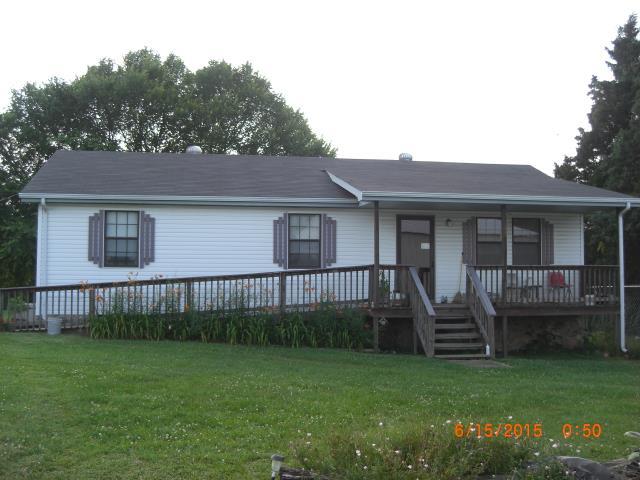 898 Hawkins Rd, Westmoreland, TN 37186