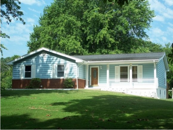 18095 DAILEYVILLE RD, Charleston, IL 61920