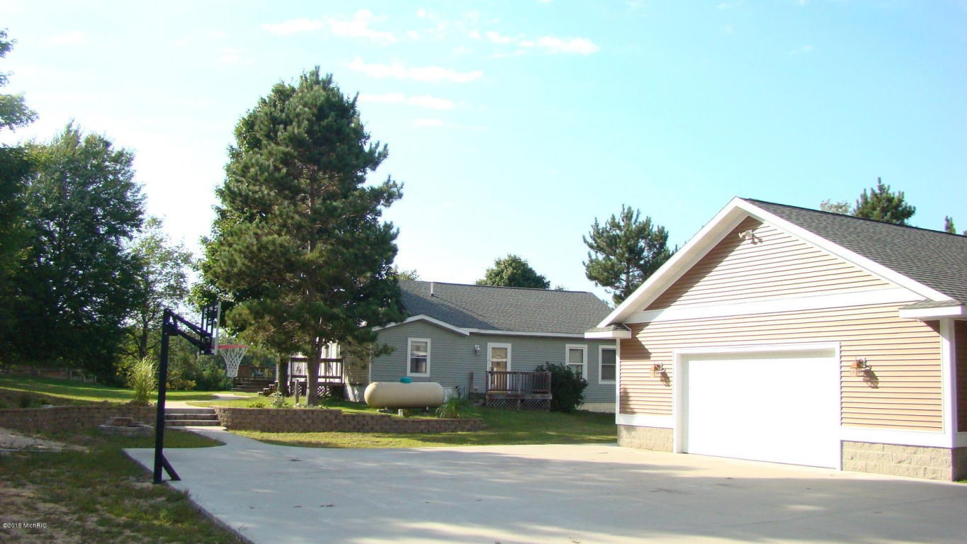 2593 S 36th Avenue, Shelby, MI 49455