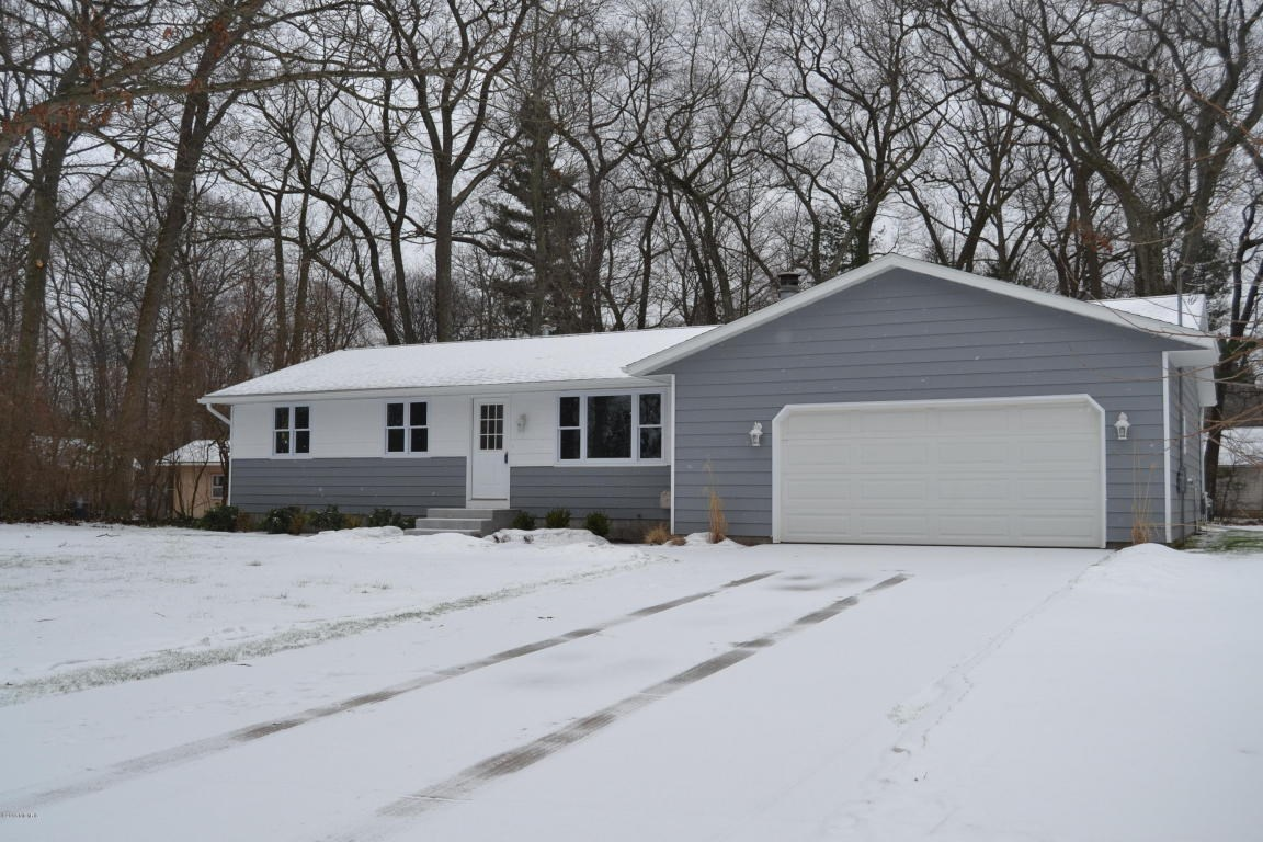 15858 Lake Avenue, Grand Haven, MI 49417