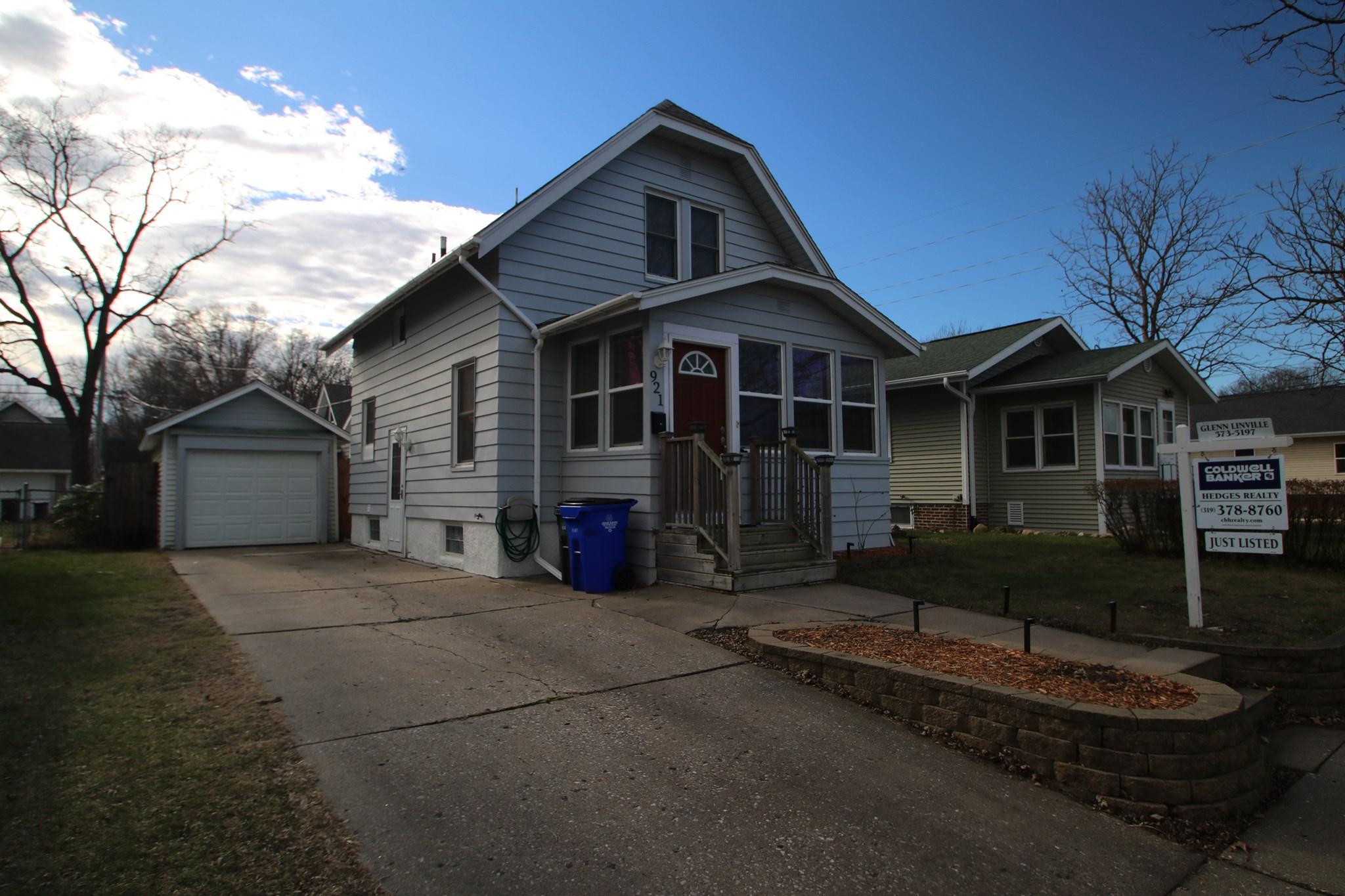 921 H Avenue NW, Cedar Rapids, IA 52405