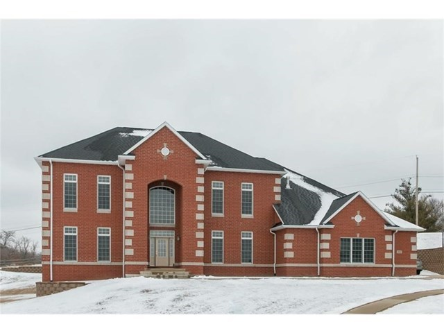 4020 Paradise Court NW, Cedar Rapids, IA 52405