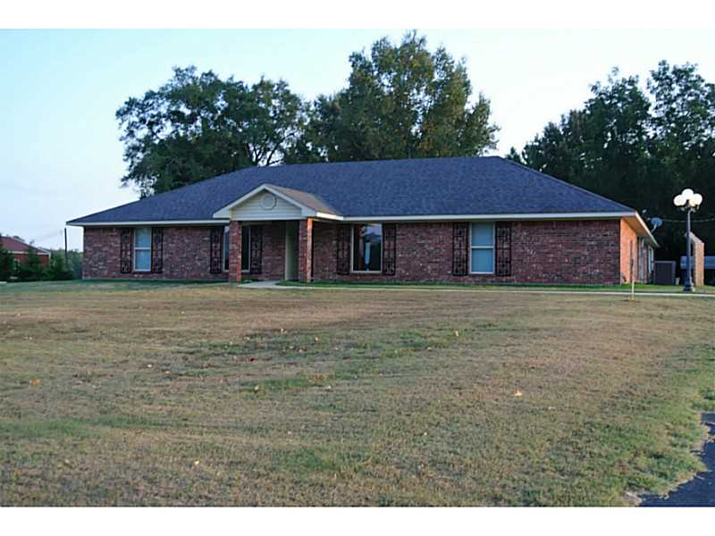 304 TWIN LAKE PVT Dr, Mansfield, LA 71052