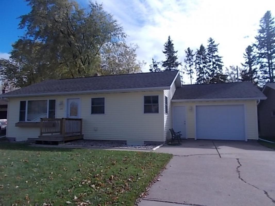 207 W CLARK STREET, Spencer, WI 54479