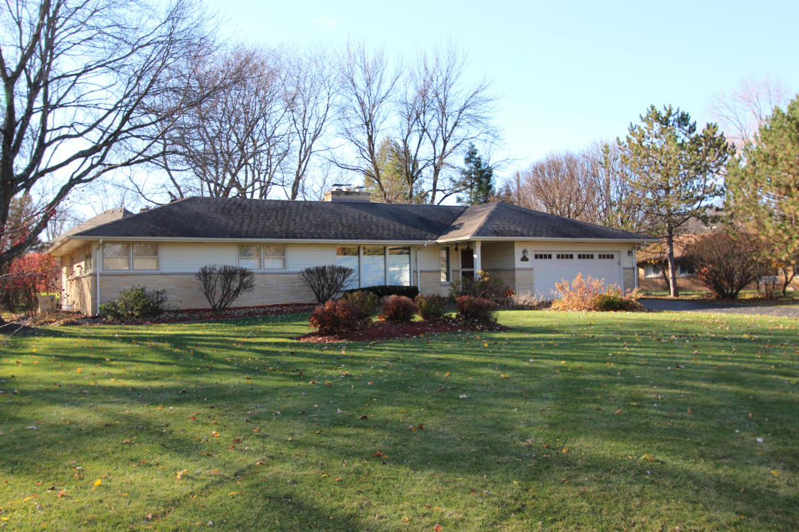 13055 Gremoor Dr, Elm Grove, WI 53122
