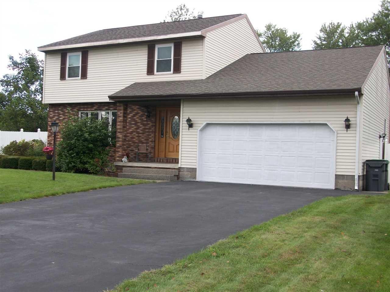 2 HUNTLEIGH DR, Colonie, NY 12211