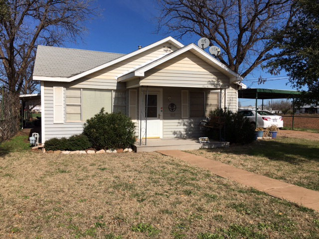 420 W Jackson St, Bronte, TX 76933