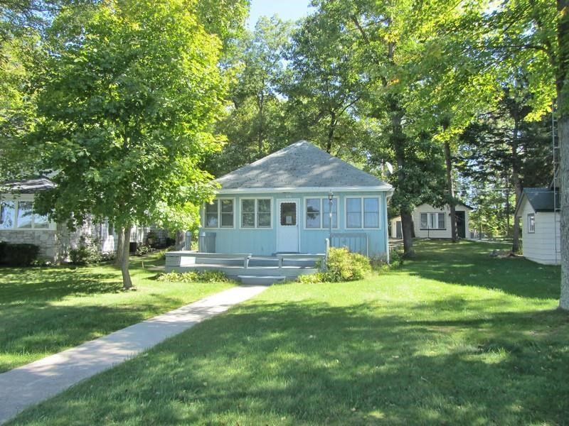 352 E Clear Lake Dr, Fremont, IN 47637