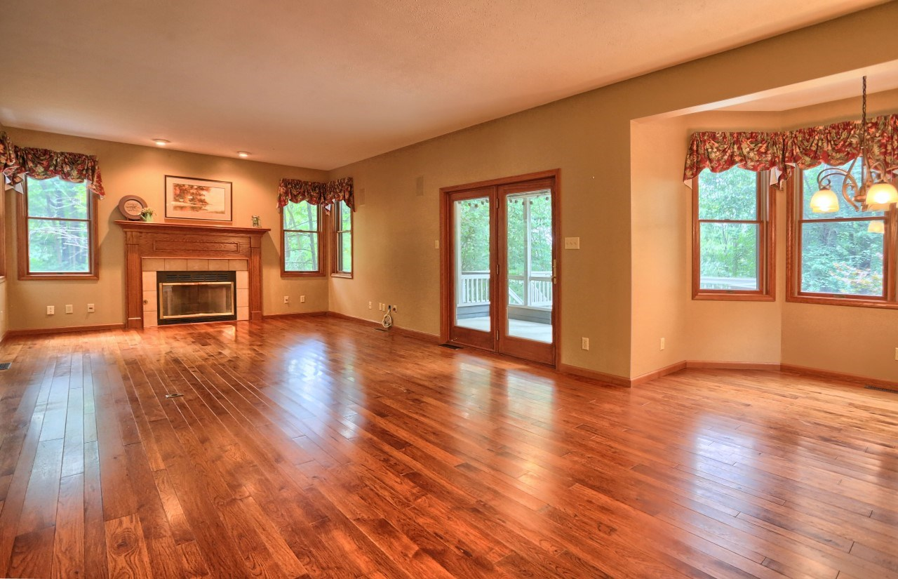 2448 S Paxton Drive, Warsaw, IN 46580
