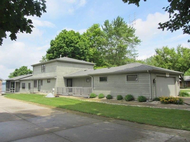 618 E Clear Lake Dr, Fremont, IN 46737
