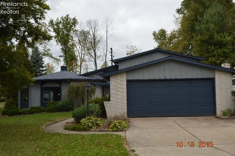 811 Valley Drive, Amherst, OH 44001