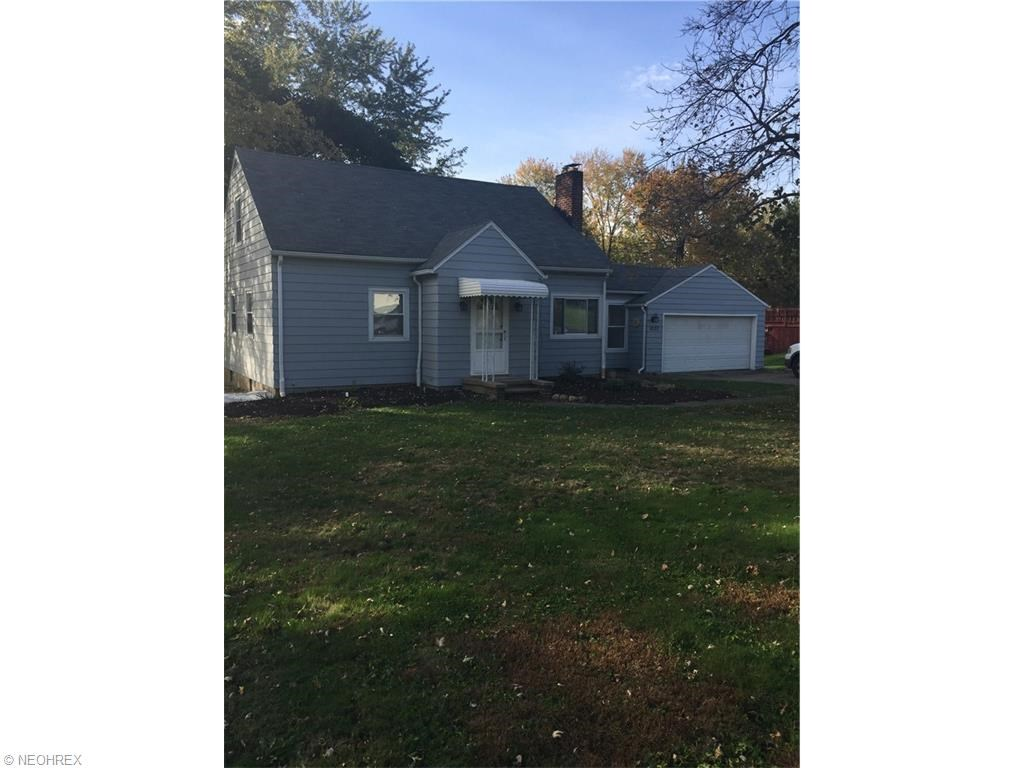 1832 Pickle Rd, Akron, OH 44312