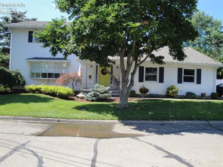 217 First Street, Huron, OH 44839