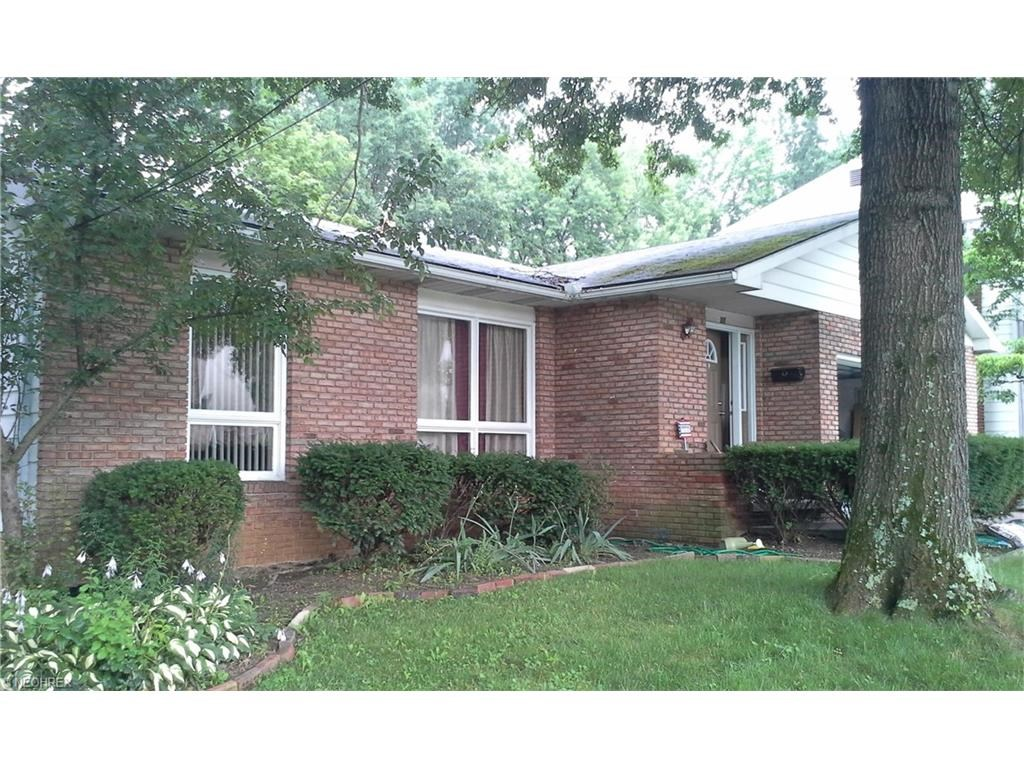 637 Treeside Dr, Akron, OH 44313