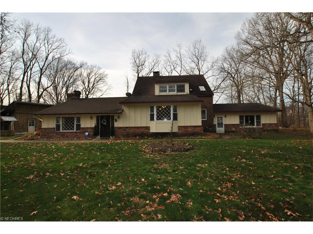 12635 Indian Mound Rd, Valley View, OH 44125