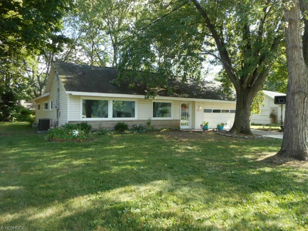 8797 Westlawn Blvd, Olmsted Falls, OH 44138
