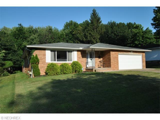 6703 Donna Rae Dr, Seven Hills, OH 44131