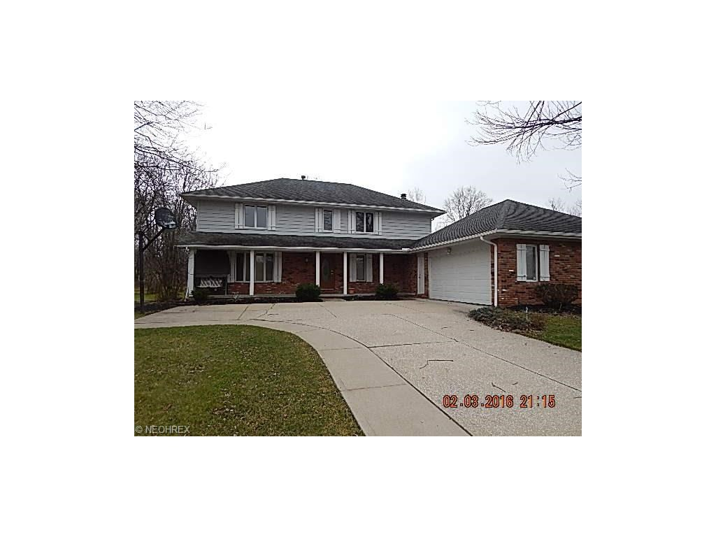 7825 Regency Dr, Walton Hills, OH 44146