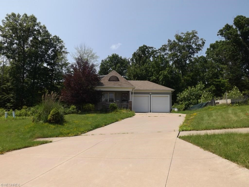 6432 Valley Ranch Dr, Garfield Heights, OH 44137