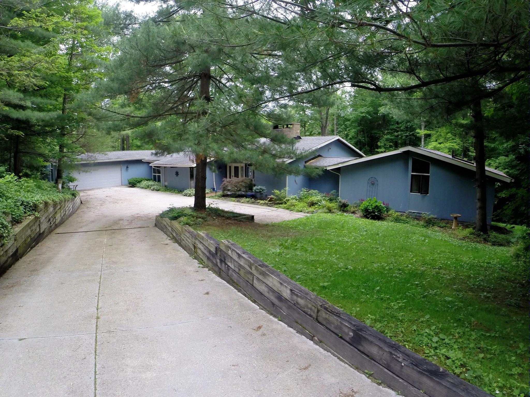 12432 Woodin Rd, Chardon, OH 44024