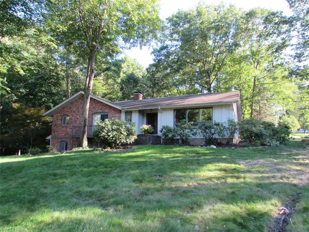 8735 Holly Springs Trl, Chagrin Falls, OH 44023