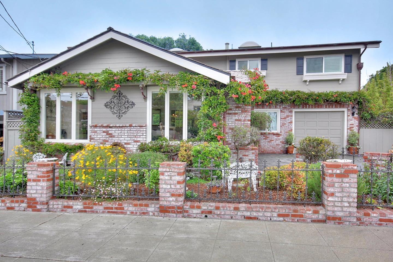 411 Granite St, Pacific Grove, CA 93950