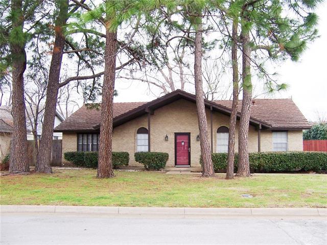 2911  Stratford Court, Arlington, TX 76015