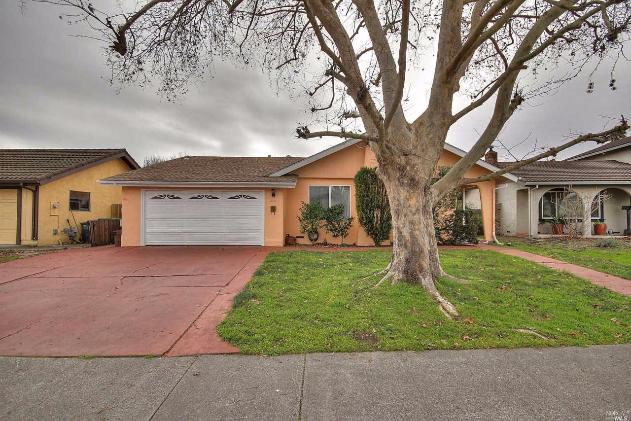 850 Saint Francis Drive, Petaluma, CA 94954