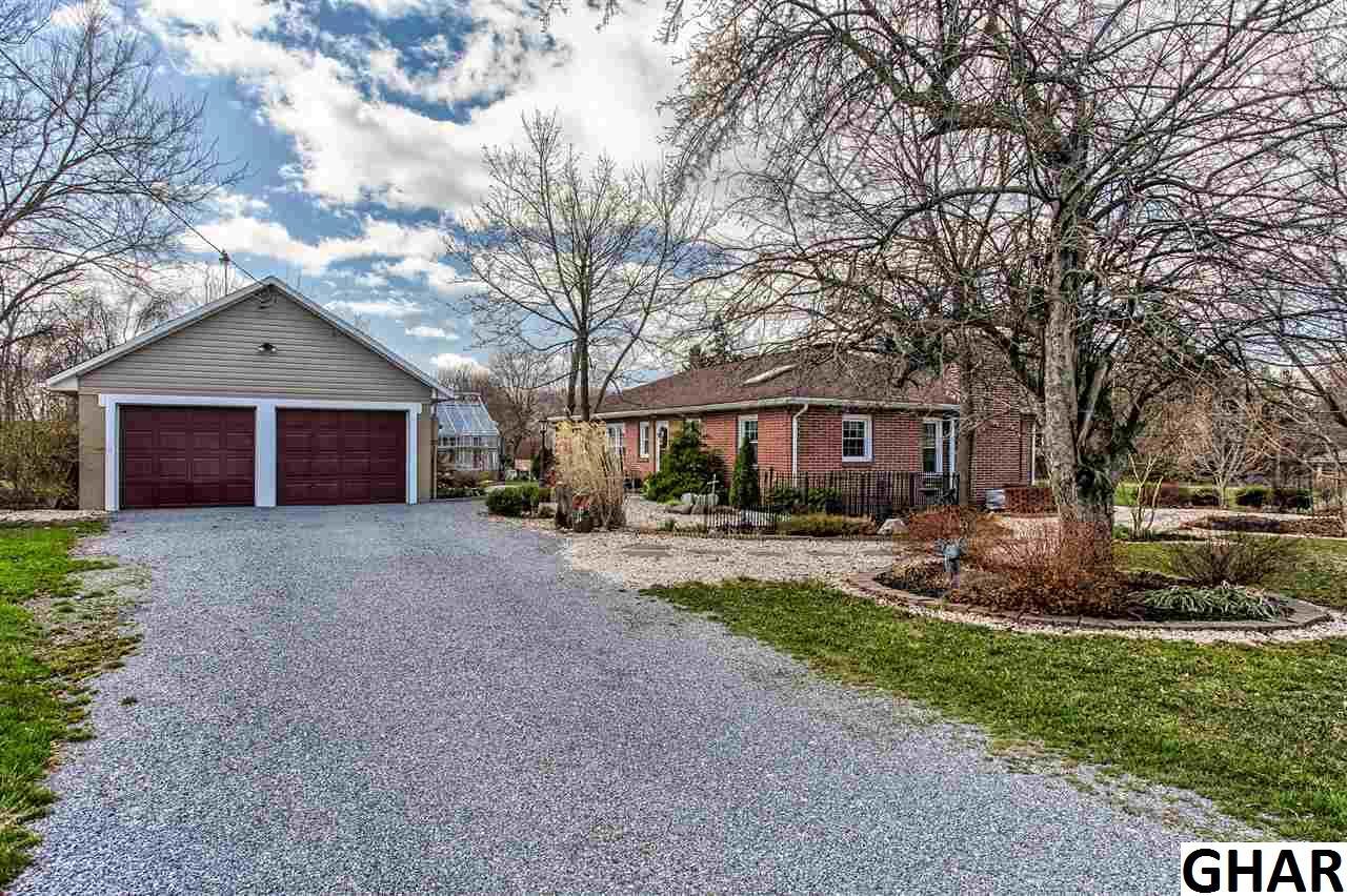 881 Peters Mountain Rd, Dauphin, PA 17018