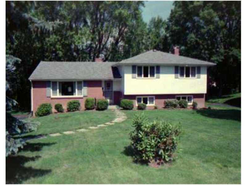 2640 Thorntree, Upper St. Clair, PA 15241