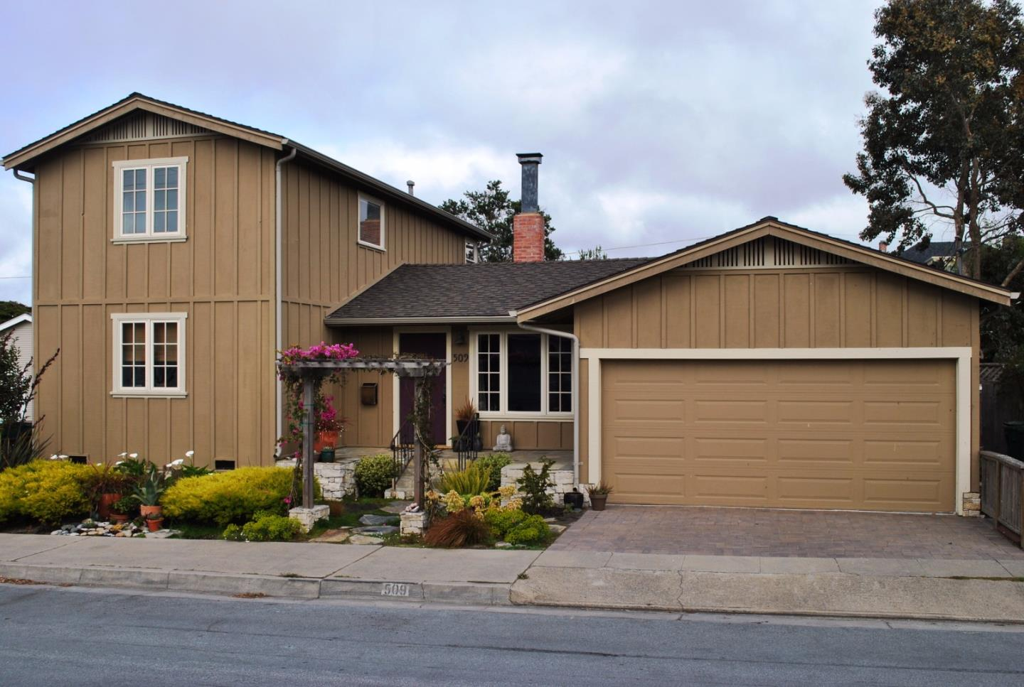 509 Willow St, Pacific Grove, CA 93950