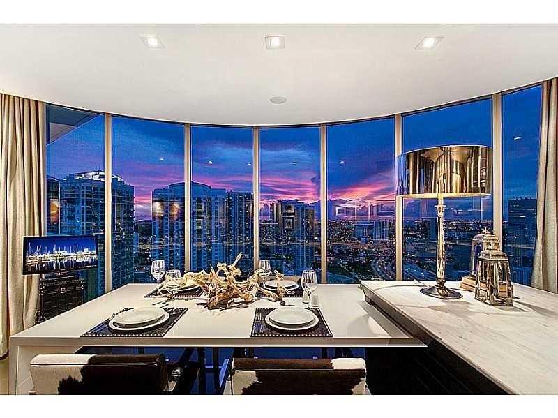 200  Biscayne Bl, Miami, FL 33131