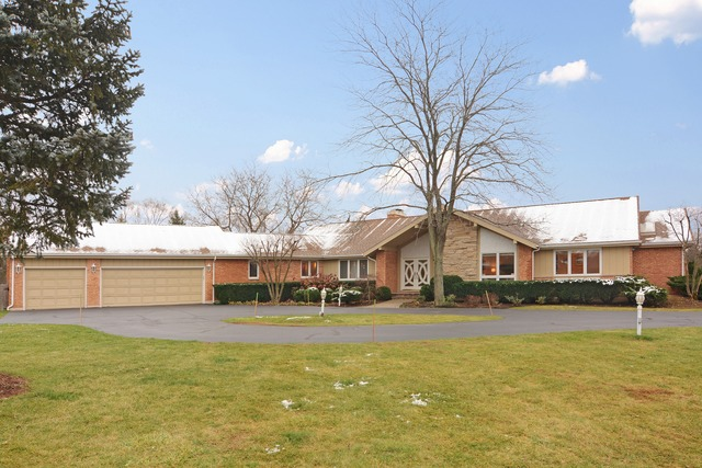 25555 North Arrowhead Drive, Mundelein, IL 60060