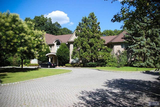 6 Country Squire Rd, Saddle River, NJ 07458