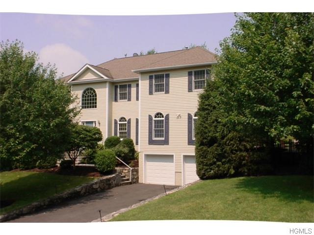 82 Round A Bend Road, Tarrytown, NY 10591