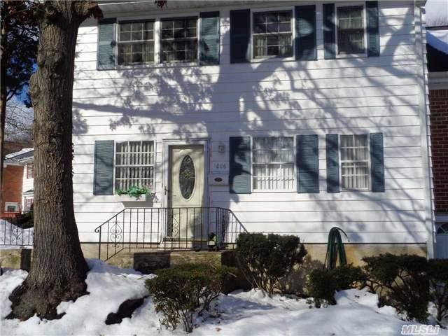 1006 Towne House Vill Dr, Hauppauge, NY 11788