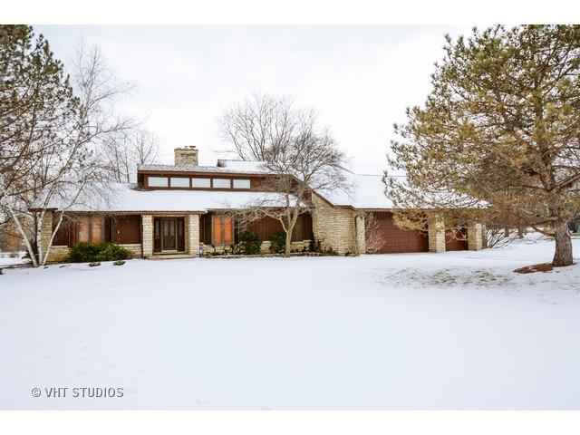 17 Seneca West Avenue, Hawthorn Woods, IL 60047