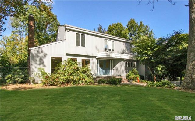 155 Redwood Dr, East Hills, NY 11576