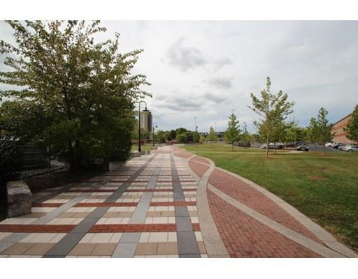 35 Riverwalk Way, Lowell, MA 01824