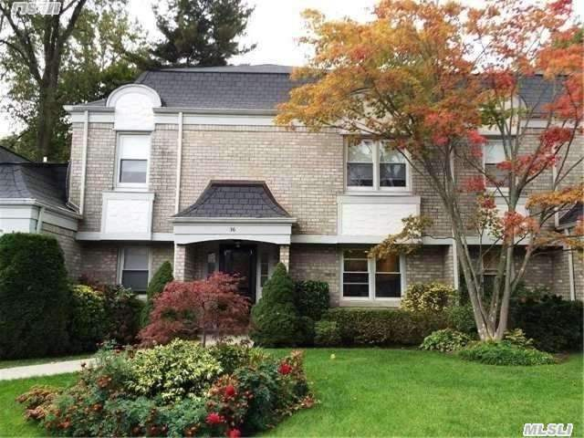 36 Fairway Dr, Manhasset, NY 11030