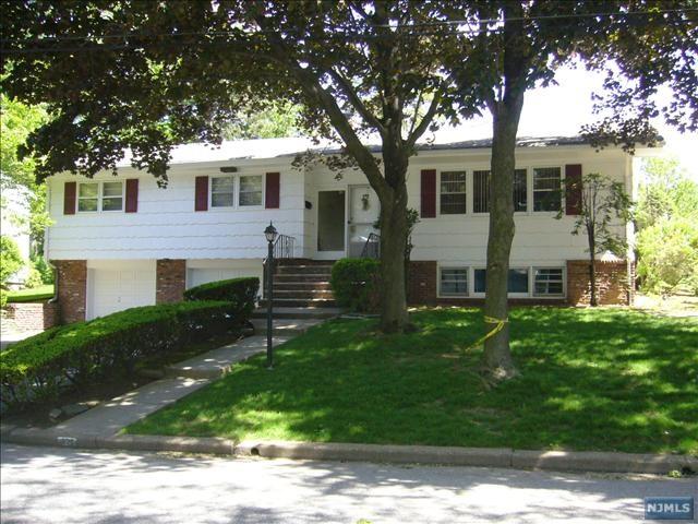 335 Elisa Dr, Englewood Cliffs, NJ 07632