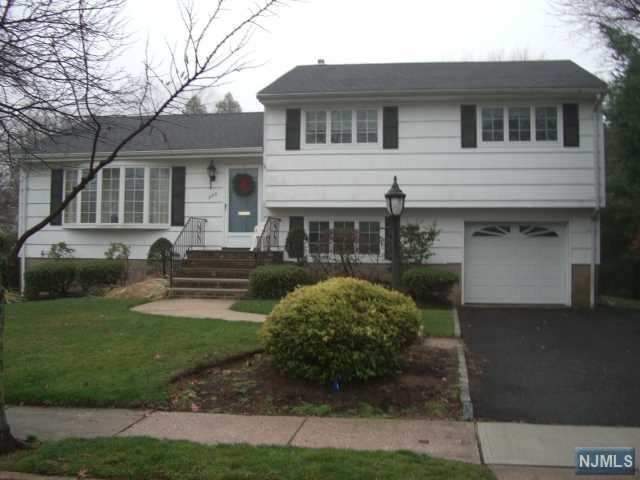 382 Shea Dr, New Milford, NJ 07646