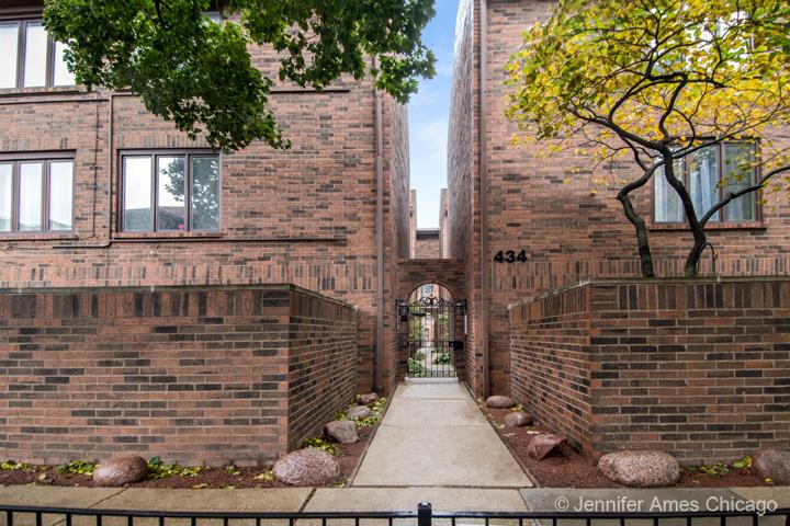 434 West Briar Place, Chicago, IL 60657
